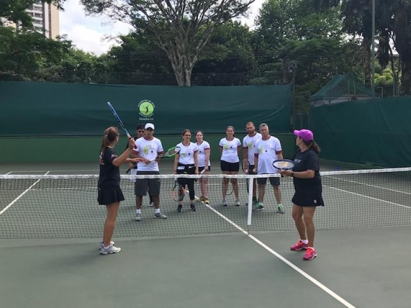Academia com Tênis para Aulas em Grupo Preço Rio Pequeno - Academia de Tênis